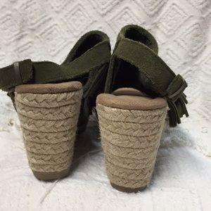 Minnetonka Shoes - Minnetonka Ashley Wedge Sandal Fall Green Sz 6